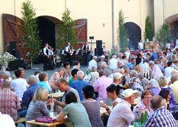 Weinfest im Weingut Hubertus Triebe in Würchwitz zum 161. Kleefest mit den Steigraer Musikanten am 17.06.2012